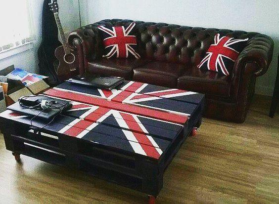 Union Jack pallet table  #unionjack #pallettable #table #chesterfieldsofa #sobritish #setup #student #furniture #hanystomasdesign #htdesign #scotland #edinburgh http://butimag.com/ipost/1558155418819553744/?code=BWfrhkTlunQ