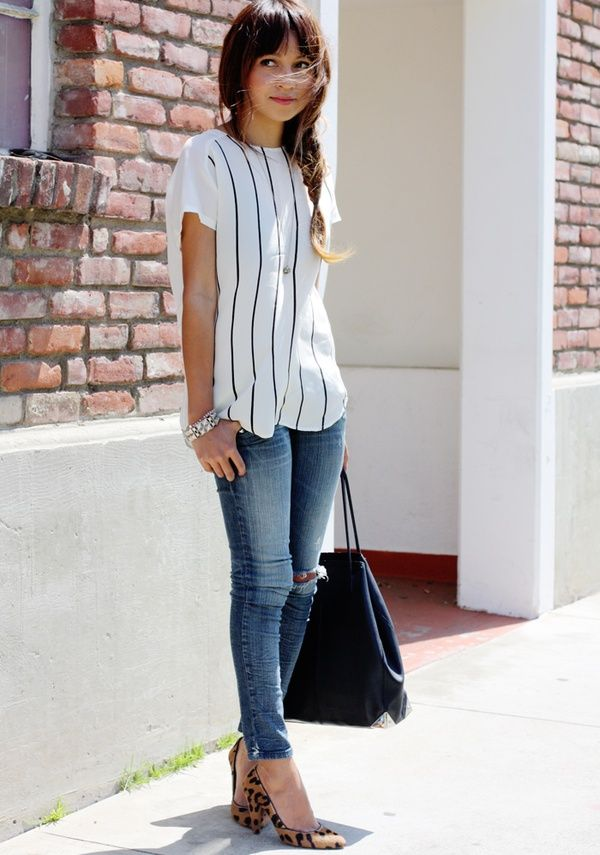 Simple and chic outfit. #glitterguide