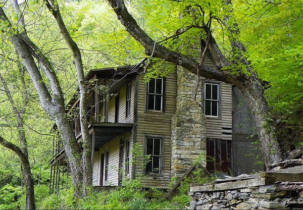 Urban Ruins 35 Hauntingly Beautiful Photos Of Abandoned