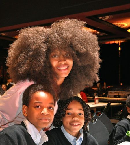 ERYKAH BADU - And Her Children Sevan And Puma