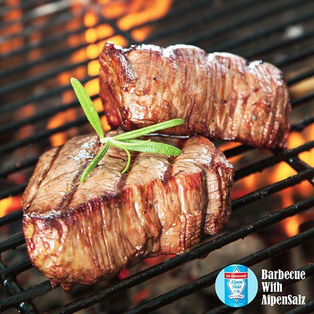 マイルドでコクのある味わいが特長の #アルペンザルツ は肉や野菜の味を引き立ててくれる  名脇役。 #バーべキュー の必需品です!  #alpensalz #アルペンザルツ #岩塩 #塩 #salt #アルプス岩塩 #肉 #肉料理 #barbecue #beef #instafood #夏 #summer #キャンプ #camp