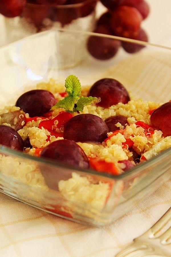Cozinhadaduxa: Salada de Quinoa com Pimentos Grelhados e Uvas