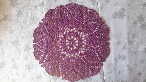 Napperon rond  34 cm Violet fait main au crochet