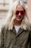 Natürliche Frisur für schulterlanges Haar in Platinblond