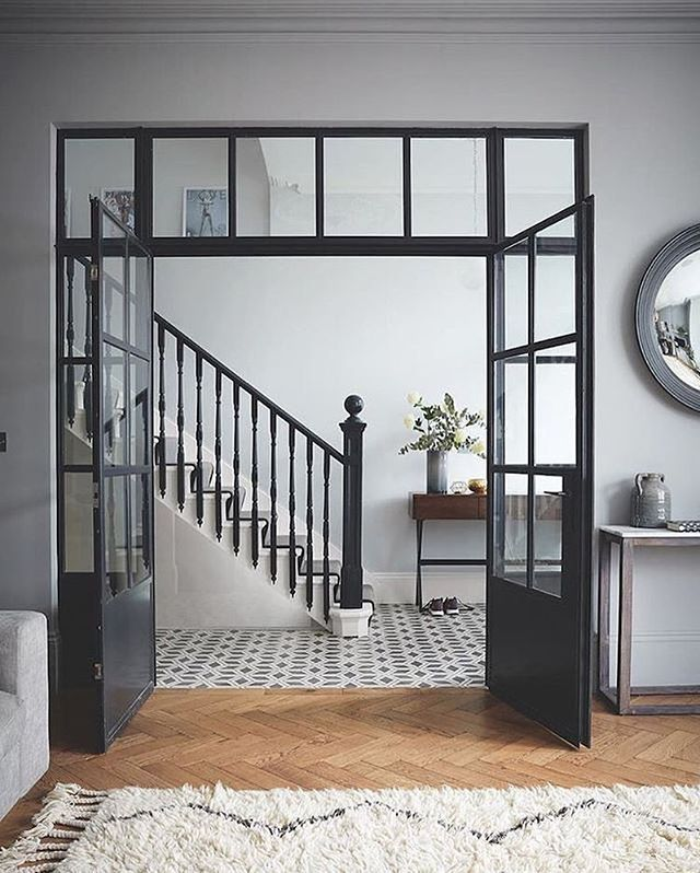 I adore this. Opening up your internal hallway to create space and light but keep separation with the internal black crittall style doors and complementing the staircase in railings @farrowandball @livingetcuk #black #tuesday #tuesdayinspiration #midcenturymodern #midcentury #midcenturyliving #midcenturystyling #interiordesign #interiors #interiorstyle #interiorstyling #interiorinspo #homedecor #homestyle #homedesign #homestyling #interiorsblogger #interiorsblog #homeblog #homeblogger…