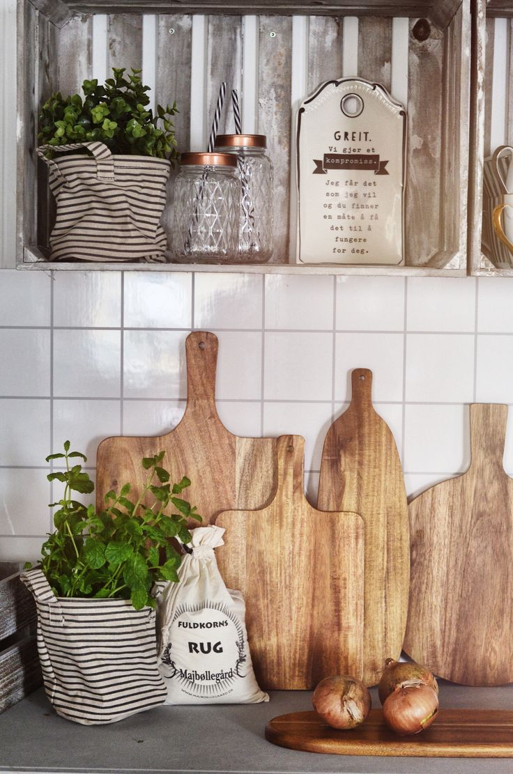 Rustic cutting boards <3