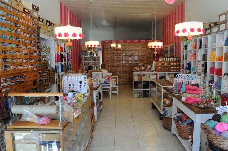En Bahia Blanca, encontrá todo lo que necesitas para tejer, coser o bordar en OVEJA REINA, Lanas, Hilos, Botones, Agujas, Puntillas....los mejores productos nacionales e importados y el asesoramiento y atención que vos te merecés....!!! DONADO 285 BAHIA BLANCA
