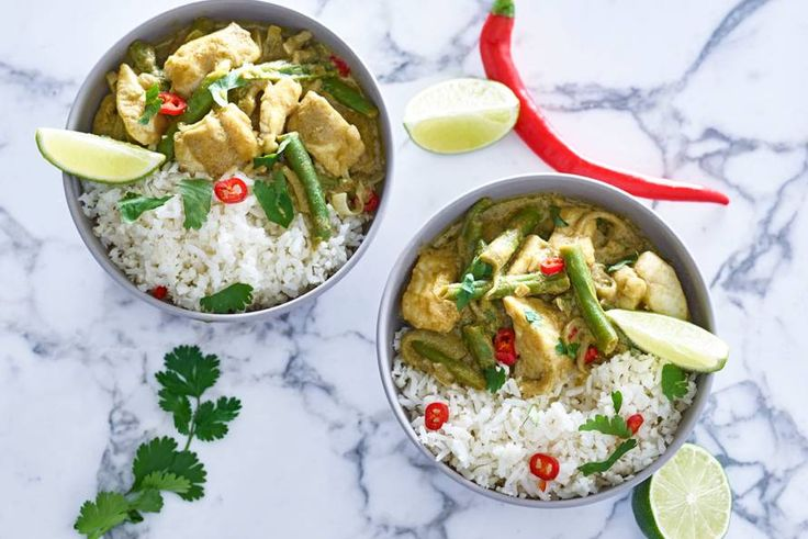 Kijk wat een lekker recept ik heb gevonden op Allerhande! Thaise curry met bloemkoolrijst en visfilet