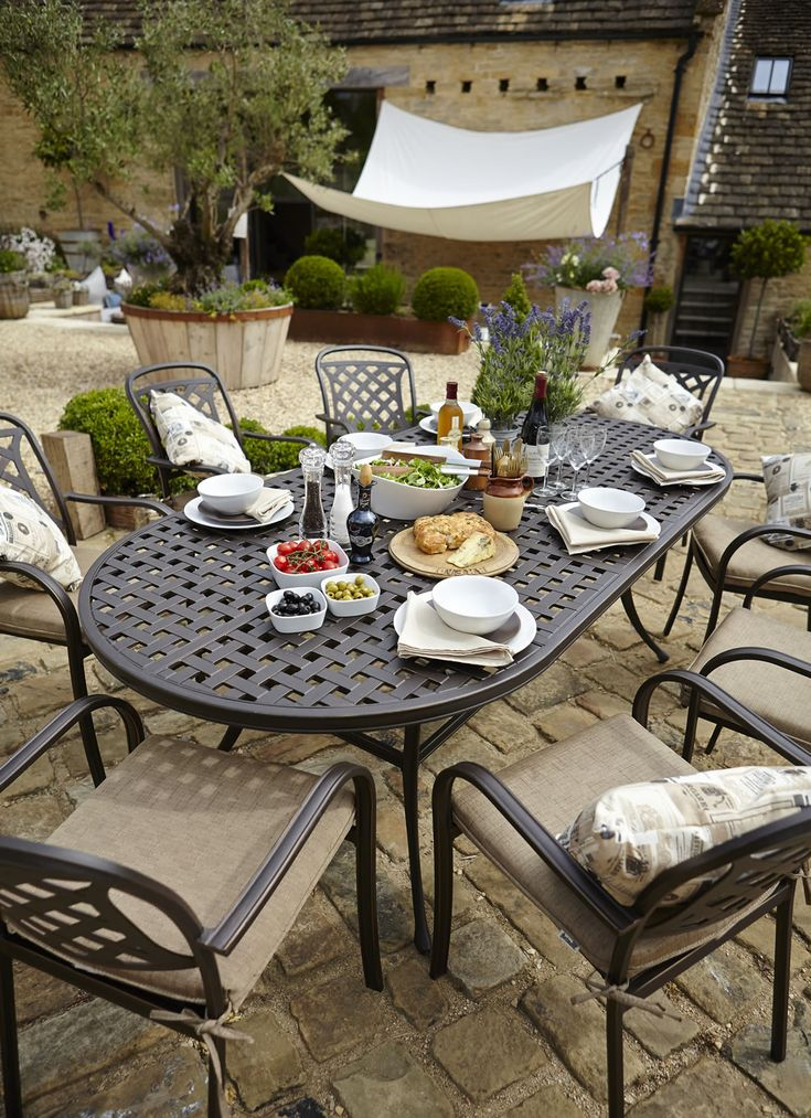 Berkeley Cast Aluminium Oval 8 Seater Garden Dining Set - £980 | Garden4Less UK Shop