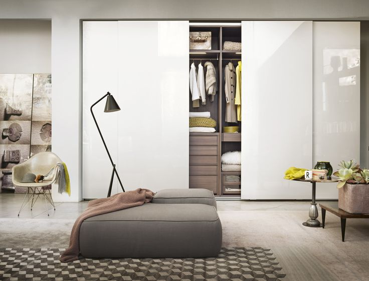 The mix of white and wood, makes a classic combination that never goes out of style. Wardrobe with sliding doors from LEMA.