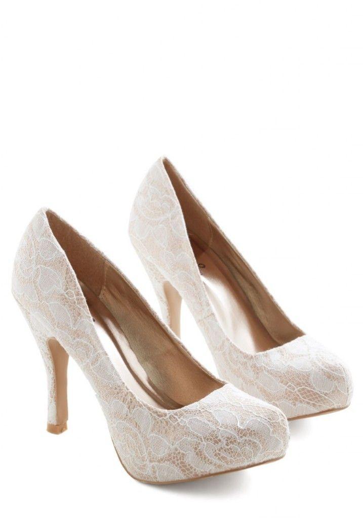 Sapatos de noiva baratos de Modcloth forrado em renda #casarcomgosto