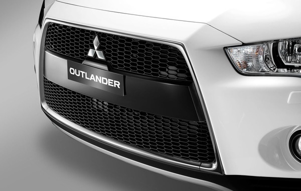 MITSUBISHI OUTLANDER 2010 3 by Kedar Malegaonkar, via Behance