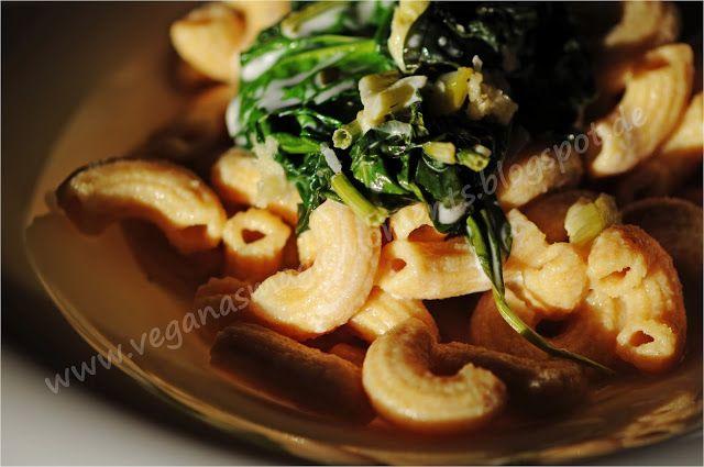 VEGANAS MAGIC MOMENTS: Hausgemachte Rigatoni aus gelben Schälerbsen mit Gorgonzola-Spinat