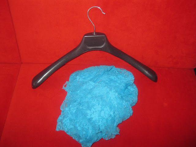 http://mesudeningunlugu.blogspot.com.tr/2012/08/suslu-elbise-asks-yapm-ve-cekilis.html mesude artık evde...: Süslü Elbise Askısı Yapımı ve çekiliş duyuruları