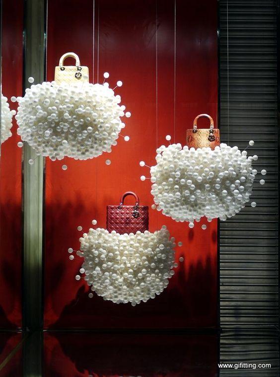 Resultado de imagem para formas de decorar vitrinas interiores de fundo de loja