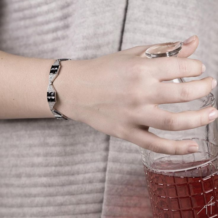 Self Love Club Night.❤️  #afewjewels #afew #jewelry #jewel #pink #rose #drink #fashion #amazing #love #loveclub #instamood #instagood #goodnight #night #bracelet #silver #picofhteday #photooftheday #incredible #glamour #mood #fashionista #shop #shoponline
