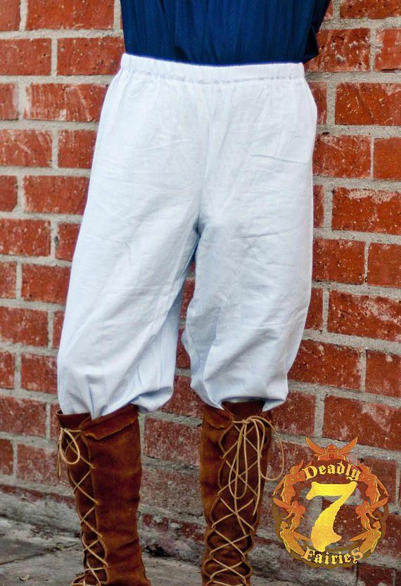 Si tratta di un base paio di pantaloni di contadino. È un elemento perfetto per vestito contadino Renaissance Faire un maschile. È fatta di lino. Ha un elastico in vita. È disponibile nelle taglie piccole attraverso XLarge. I pantaloni sono 36 di lunghezza, ma possono essere personalizzati per qualsiasi lunghezza desiderata.  Prezzo normale $45,00  Dimensioni del grafico  Piccolo 28- 30 girovita Media 32- 34 girovita Grande 36- 38 girovita XLarge 40- 42 girovita
