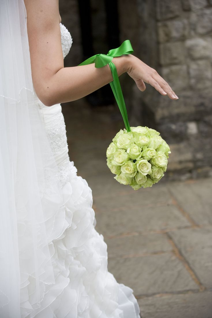 The latest in Wedding Flower aisle style...