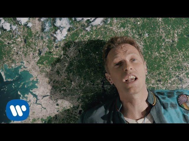 Un clip magnifique réalisé par Vania Heymann et Gal Muggia .Coldplay vient de dévoiler Up&Up, tiré de leur nouvel album A Head Full Of Dreams, un nouveau clip surréaliste mélangeant de vieilles images d'archives et des vidéos modernes, superposant les images dans un incroyable collage vidéo.
