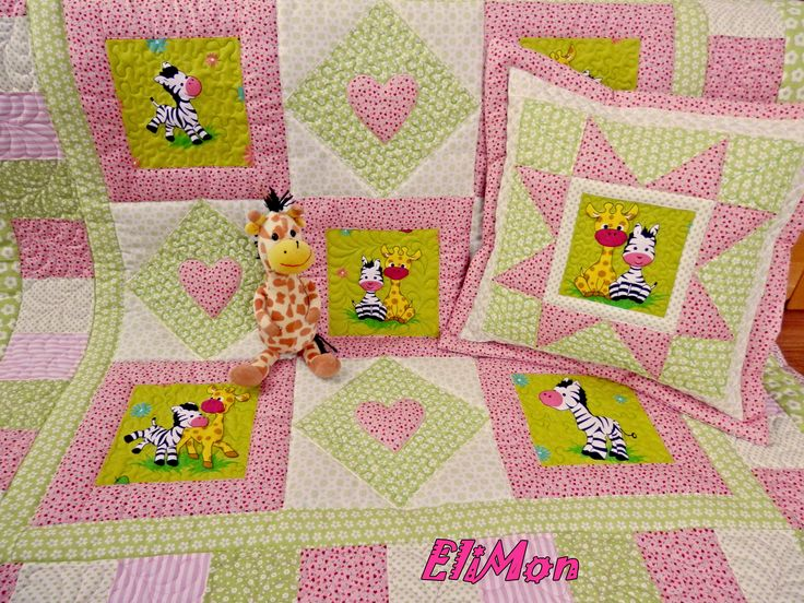 Baby quilt, pink and green color for litte girls.
