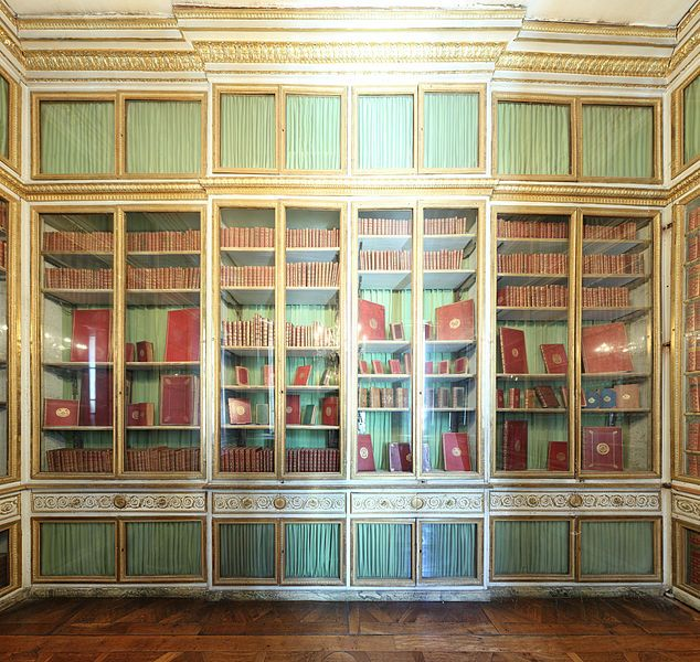 Library inside the queen's small apartment (Palace of Versailles).