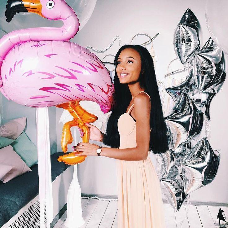 У нас появились просто волшебные #воздушныешары #фламинго . Самый идеальный декор для праздника в стиле #АлисаВстранеЧудес . Эти шары могут украшать ваш дом поднимая  настроение около месяца. #Фальгированныешары Фламинго идеально сочетаются с серебрянными звездами в светлом интерьере. www.korporativka.com.ua #декорпраздника #декоршарами #праздникхарьков #праздник #Деньрождения #идеидекора #идеидекорапраздника #шарыфламинго