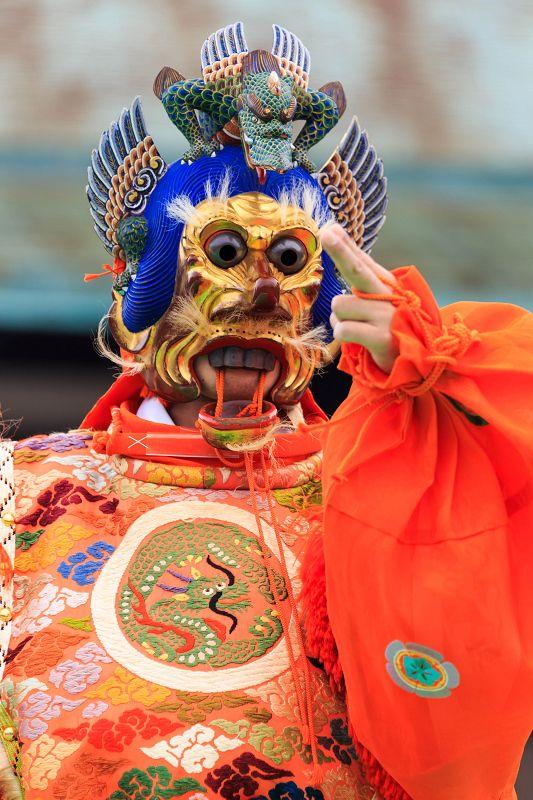 京都御所・秋季一般公開中の11/3、雅楽の催しがありました。  (※京都御所一般公開は11/4で終了しています)   管楽の皆さんがスタンバイ。...
