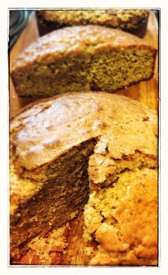 Apple, cinnamon and vanilla, Poppy seed and lemon syrup, Honey and lavender. #Cake #organic