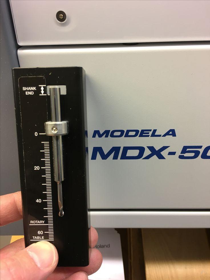 Terän asetus MDX-50 CNC-jyrsinkoneessa.