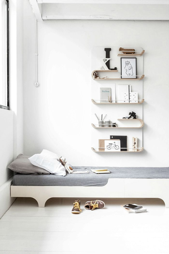 What do your children need next to their beds?  A lamp for the night time reading, a place to put their books, a space to display their favourite toys or prints… You need a shelf! Today we show you versatile and stylish shelves that look great in your kid's room, and also in your playroom or kid's study […]