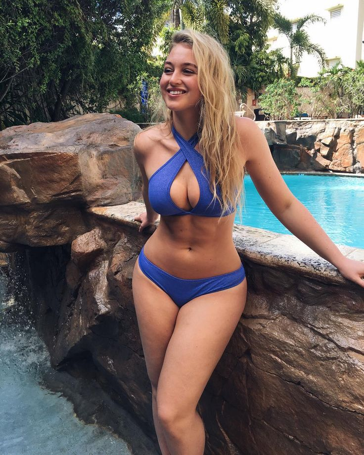 "Iskra Lawrence ""☀️Sunday dreaming missing PR.. But only 3days till Costa Rica with @aerie can't wait hope everyone's having a lovely Sunday it's just started snowing…"""