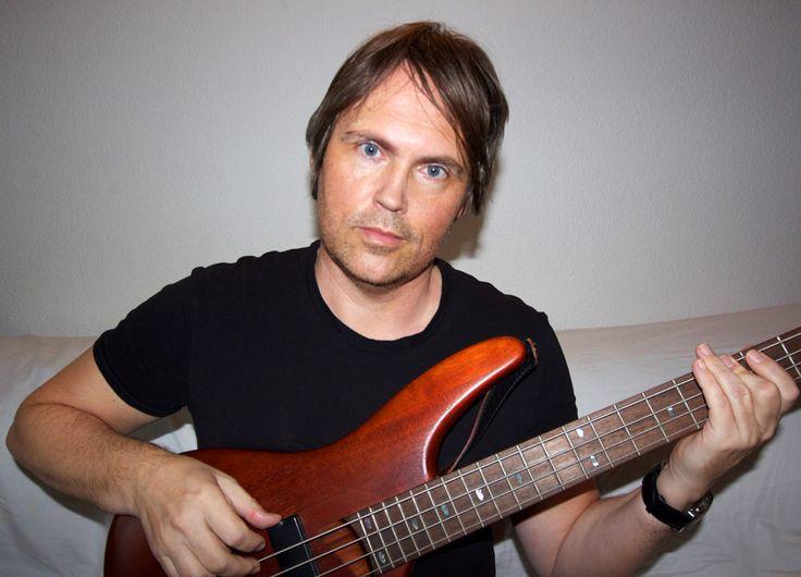 Play the bass, Lars Sjøstrøm Nielsen.