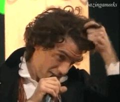 ANIMATED GIF Mika turning into Lucky Luke