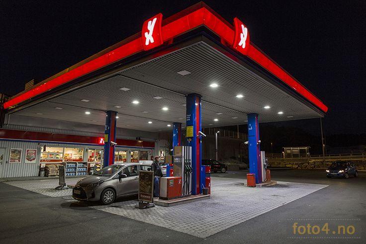 #XY #bensinstasjon #nattfoto i #Vågsbygd 2015.