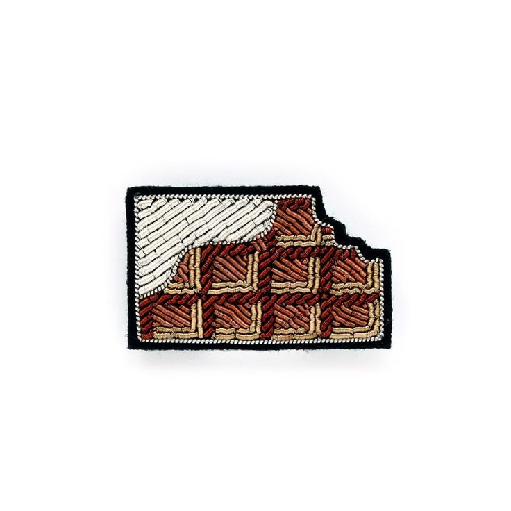 "SMALL HAND-EMBROIDERED ""CHOCOLATE"" PIN - Macon&Lesquoy"