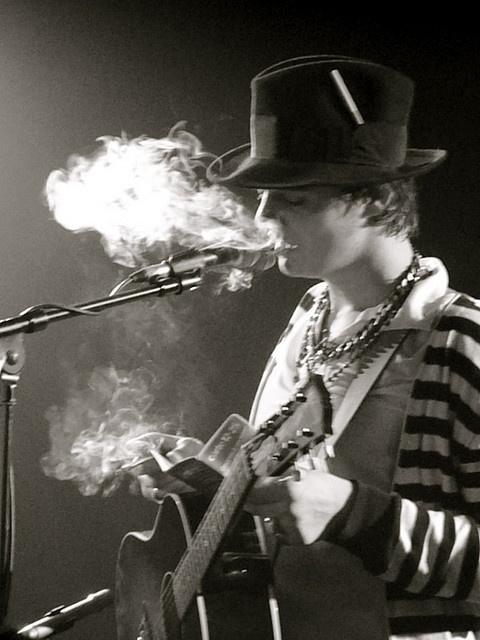 Pete Doherty smoke