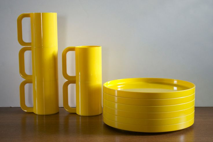 Heller Dinnerware by Massimo Vignelli.  Hmmm I think I still have some packed away.