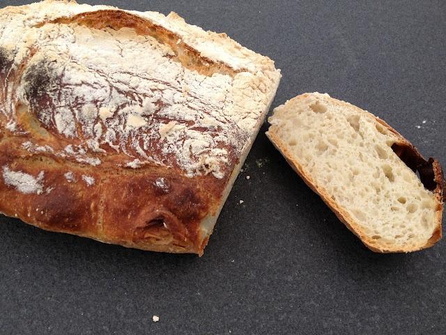 Skal prøve at lave dette brød.. Mes rosmarin til en lækker grøntsags suppe.. Jep.. det bliver en del af menuen i næste uge..
