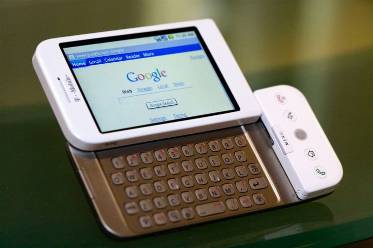 5 November 2007 - Google unveils Android, the first product of its Open Handset Alliance, demonstrating Google's movement into the smartphone market. HTC, Samsung, and Motorola were Google's initial core hardware partners in this open-source scheme, releasing Android devices, such as the famous HTC Hero in 2009. #HistSci The HTC Dream was the first phone to run the Android platform © Jb Reed/Bloomberg via Getty Images