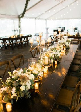 We love this tablescape decor for a February wedding. It's so classy and beautiful! // @saraygrimshaw @pphgcharleston @sgsocialevents
