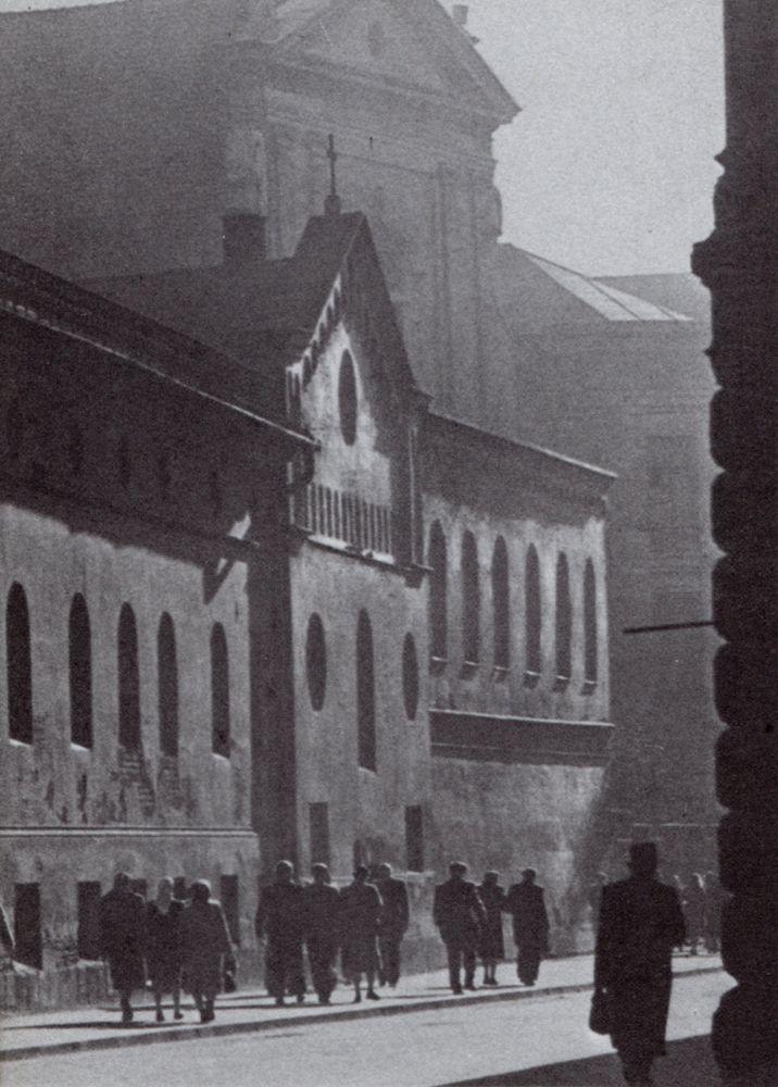 hetleveniselders:  Cracow, Poland (Henryk Hermanowicz 1958)