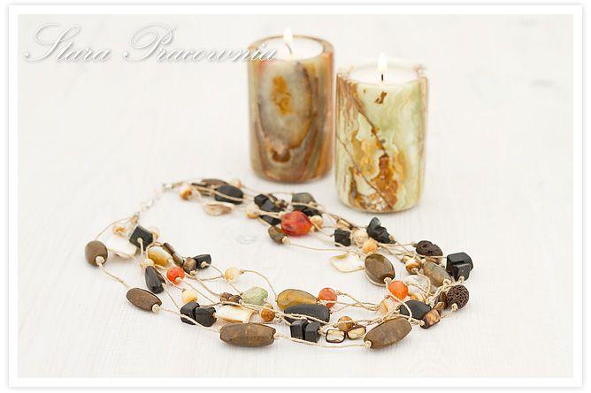 Korale z naturalnych kamieni, biżuteria autorska, biżuteria ręcznie robiona, naturalne kamienie, lawa wulkaniczna, masa perłowa www.starapracownia.blogspot.com www.facebook.com/starapracownia