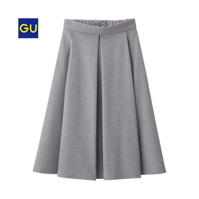 さらりとした肌触りと伸縮性が人気のカットソー素材を使用したポンチスカート。後ろウエストゴム仕様なので、楽なはき心地も魅力です。幅広のタックから広がるAラインシルエットが、きれい目で女性らしいアイテムです。(XS,XXLサイズは、オンラインストアのみでの販売となります。)