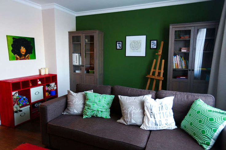 зеленая стена в гостиной