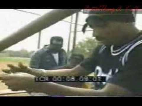 2pac teaching people how to roll a blunt in public (+playlist)