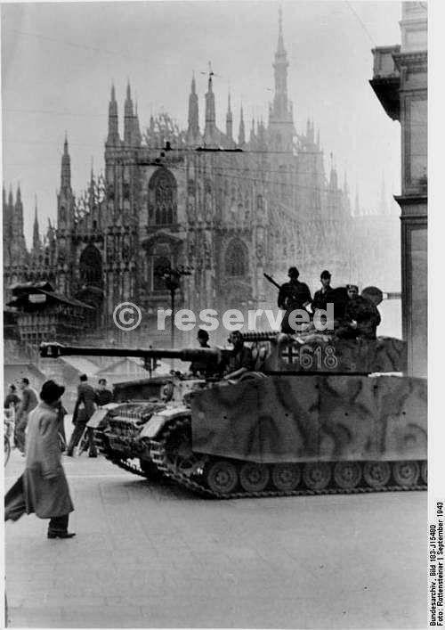 German tank in Piazza del Duomo Milan 1943_ww2