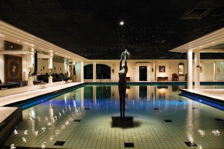 Het grote zwembad bij Wellnessresort Elysium