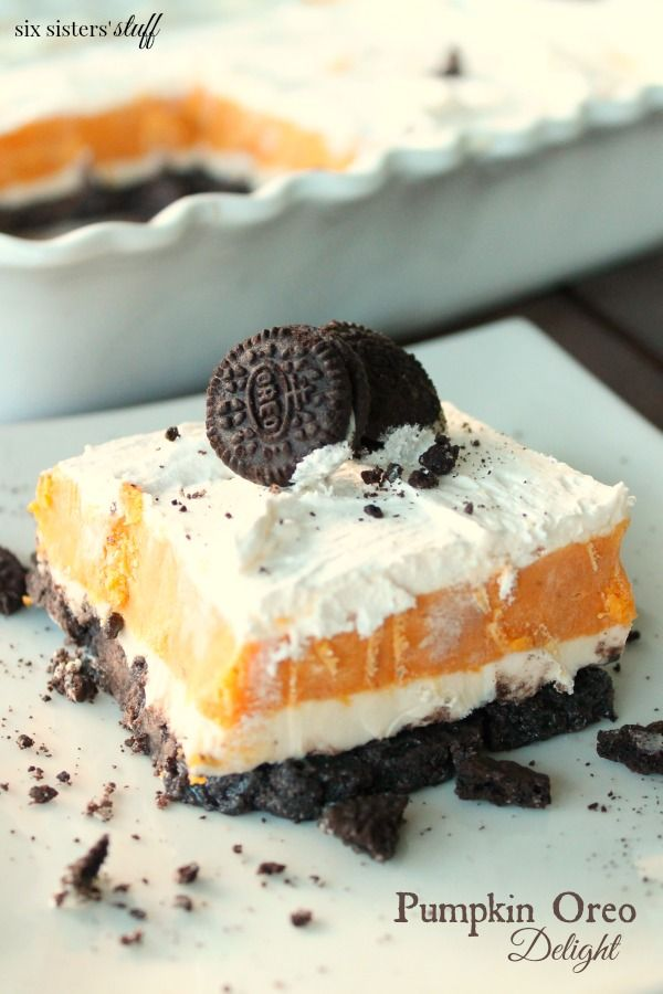 Pumpkin Oreo Delight | I don't know if you have ever tried pumpkin and Oreo's together… but it is probably the best taste in the world. This layered Oreo Pumpkin Delight is creamy, rich and delicious! A new holiday favorite for sure!