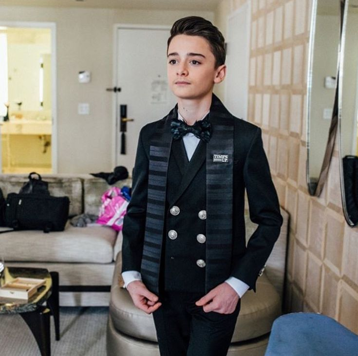 Noah Schnapp getting ready for Golden Globes 2018