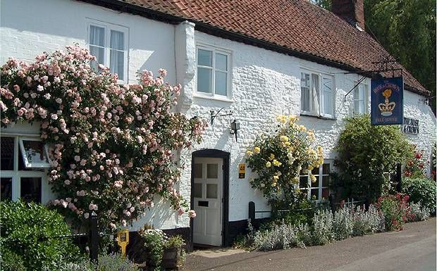 Dog-Friendly! The UK Pub of the Year: The Rose and Crown hotel, Norfolk – Dog allowed anywhere, including bedrooms // #DogFriendlyBritain #DogFriendlyPub